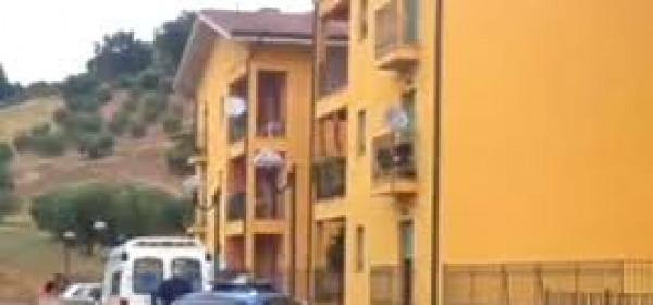 La palazzina popolare in via Rossa teatro dell'omicidio