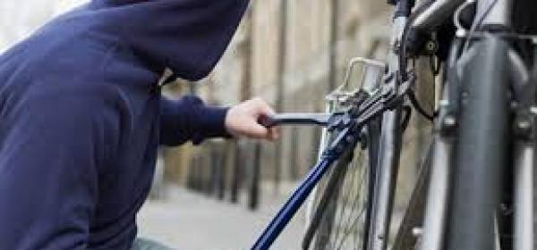 Ladro di bici - foto repertorio