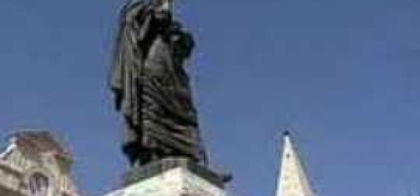Statua di Ovidio a Sulmona