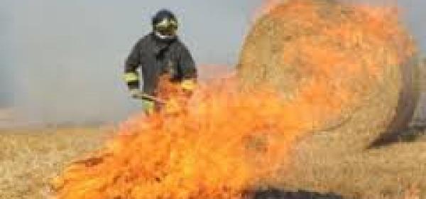 Intervento VVF su incendio rotoballe