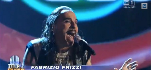 Fabrizio Frizzi interpreta Piero Pelù