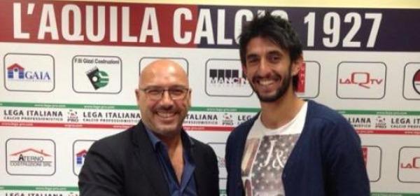 Gallozzi, dopo la firma, insieme a Massimo Chiodi (foto tratta dalla rete)