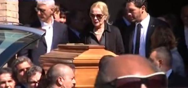 Virna Lisi al funerale del marito Franco Pesci