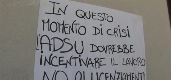 Uno dei cartelli affissi dalle lavoratrici durante lo sciopero