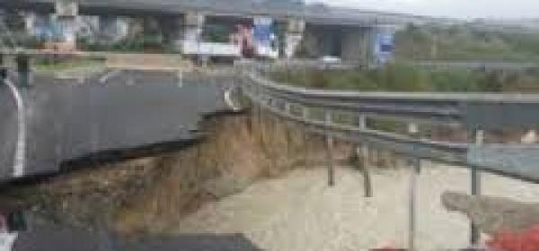 Il crollo lungo la Teramo Mare presso Bellante