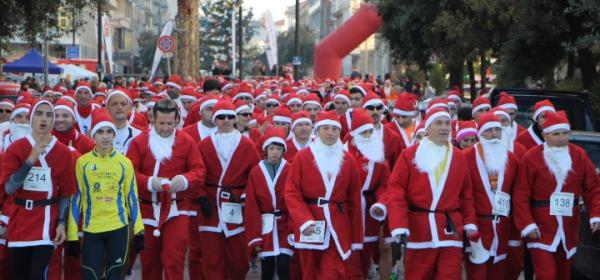 Podisti Babbi Natale (foto di Michele Raho)