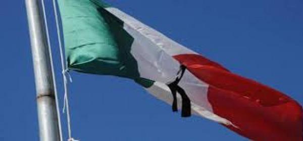 Bandiera listata a lutto