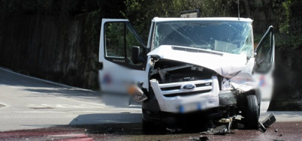 Incidente tra furgoni