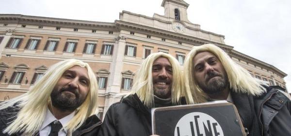 Renzi canta insieme al Trio Medusa