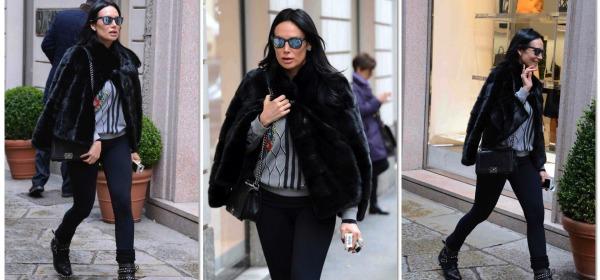 Nicole Minetti, shopping nel centro di Milano