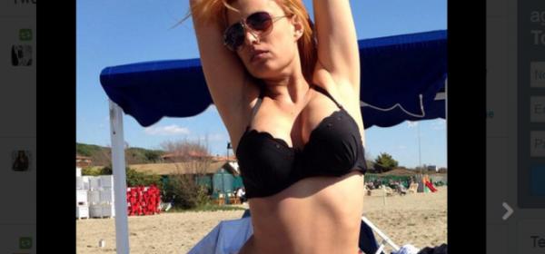 Sara Tommasi al mare a Pasquetta (Twitter)