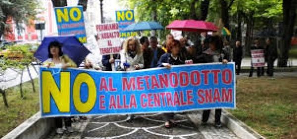 protesta contro centrale snam