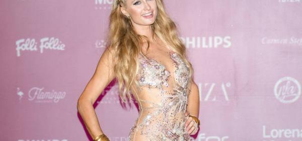Paris Hilton nella discoteca Amnesia di Ibiza