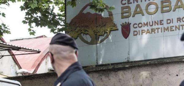 Blitz in centro accoglienza migranti Roma