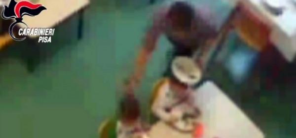 Maltrattamenti sui bambini in asilo nel pisano - video d'archivio