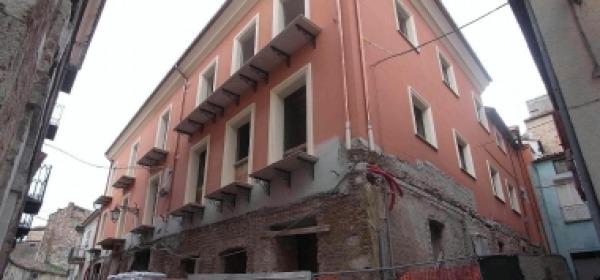 Il palazzo di via Getulio (foto ilcentro)