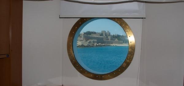 Le mura della fortezza di Rodi dagli oblò di Costa Romantica