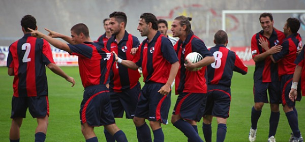L'esultanza dei giocatori dell'Aquila dopo il gol del pareggio