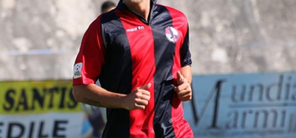 Il difensore rossoblù Mirco Ruggiero
