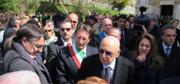 Napolitano in una visita all'Aquila
