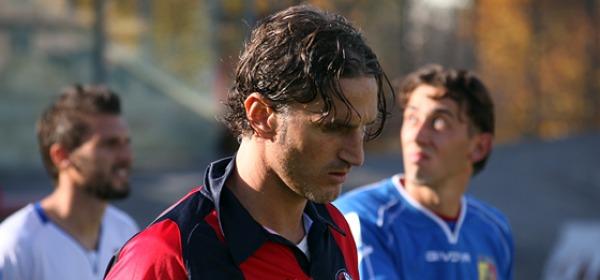 Il difensore rossoblù Mirko Garaffoni, che oggi ha rimediato un cartellino rosso