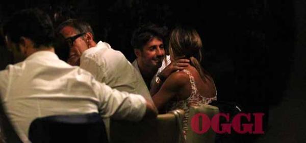 Nicole Minetti bacia Fabrizio Corona
