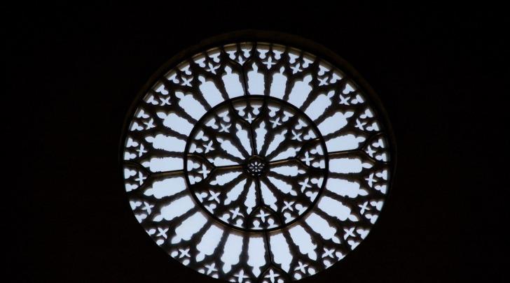 Rosone di Collemaggio in controluce Perdonanza 2011