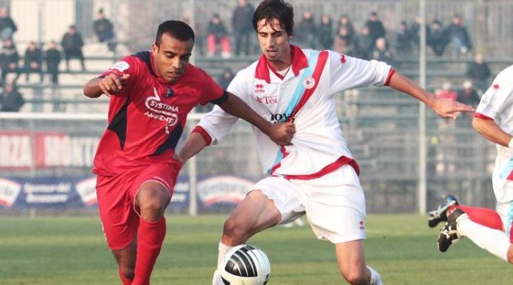 Dimas, sulla sinistra, in azione