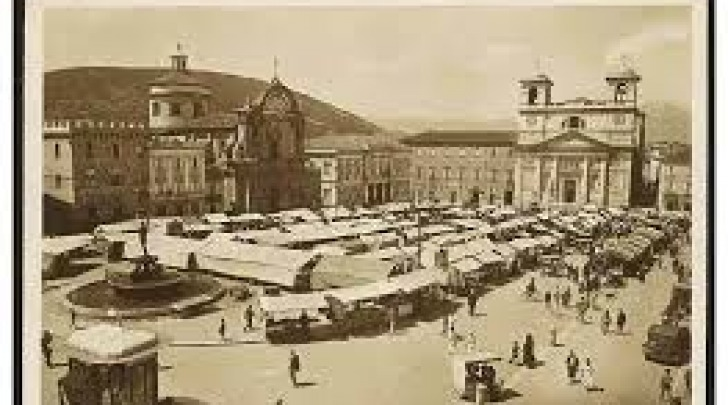 L'Aquila mercato piazza Duomo-foto storica