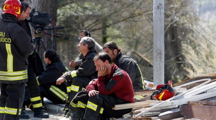 I vigili del fuoco durante nel terremoto del 6 aprile 2009