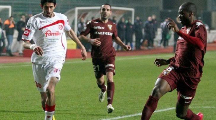 Gallozzi, a sinistra, in azione con la maglia del Padova