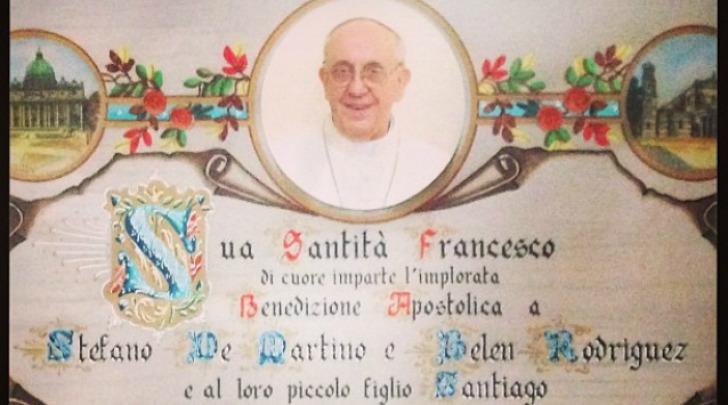 Benedizione Papa Francesco a Belen e Stefano