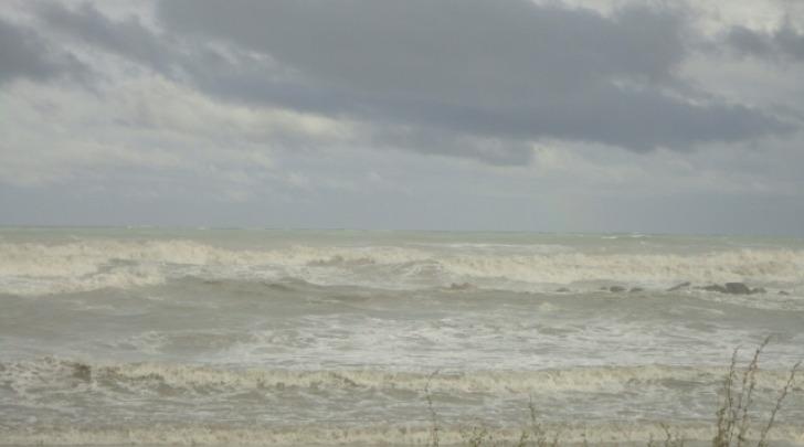 Mare in burrasca di Michele Raho