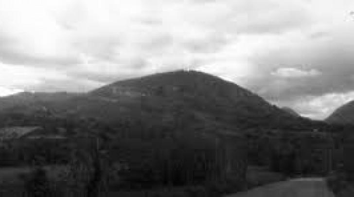 Il monte San Cosimo alle pendici del quale è morto l'uomo