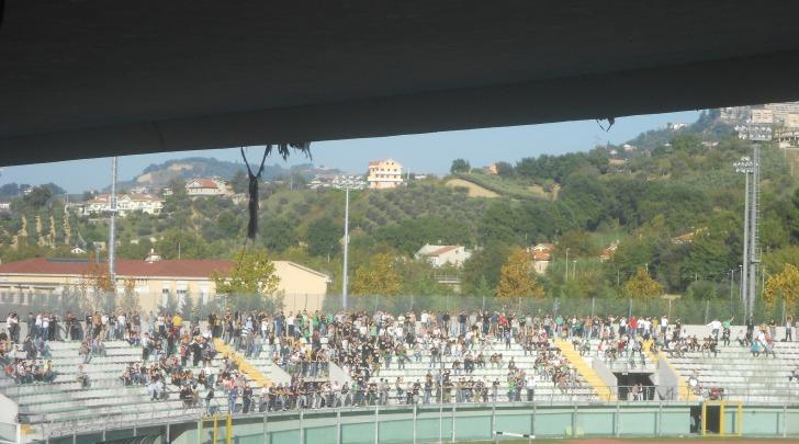 """La curva """"Volpi"""" dello stadio """"Guido Angelini"""""""