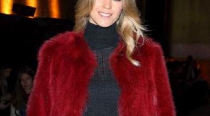 Fashion Week Rossa Elena Santarelli Alla Pelliccia Milano In AHHgtw