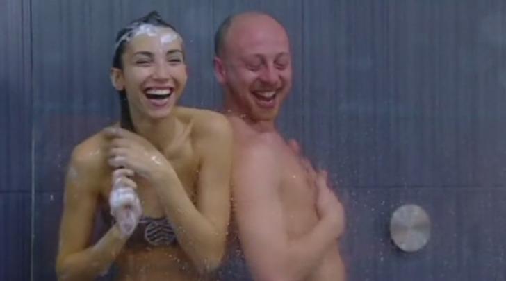 Una doccia per flirtare