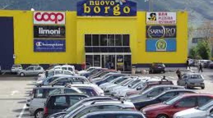 parcheggio centro commerciale