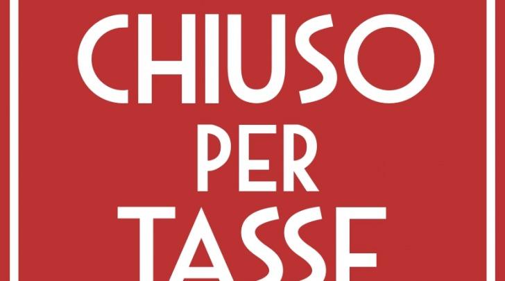 """Lo slogan """"Chiuso per tasse"""" del Caffé Vespucci (foto tratta dal profilo Facebook)"""
