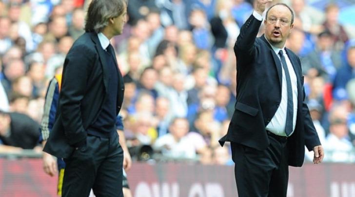 Mancini (a sinistra) e Benitez (a destra) ai tempi della Premier inglese