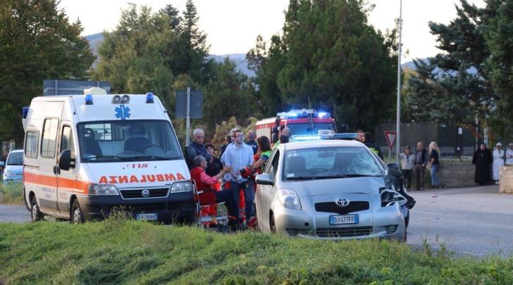 L'avvocato, i soccorritori e l'investitore - Foto Donatello Ricci