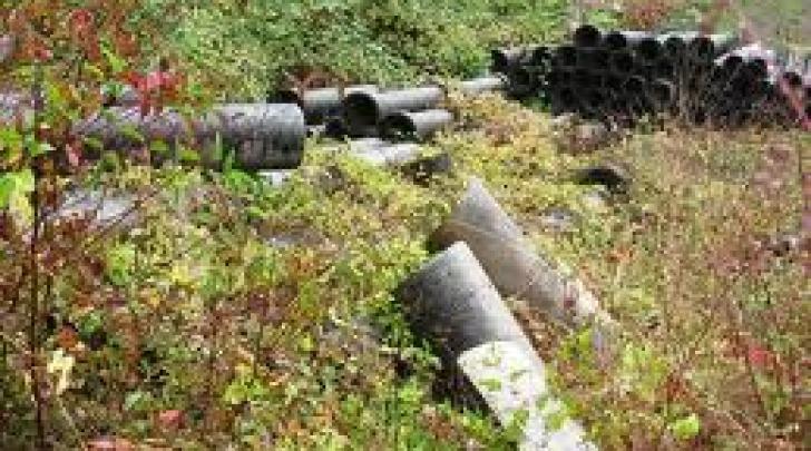 Tubi amianto in discarica abusiva