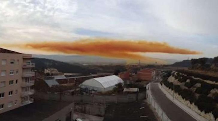 Nube tossica vicino Barcellona (Youtube)