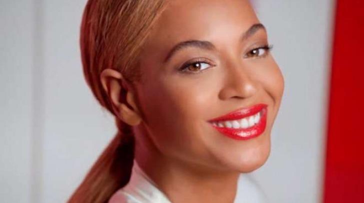 Beyoncé, con e senza photoshop