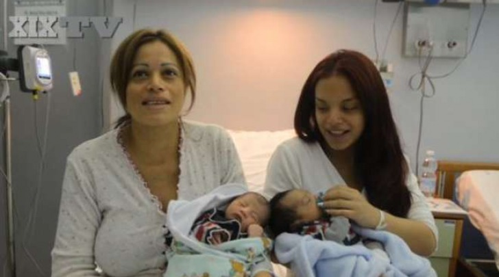 Lucia e la figlia Lisset con i loro bimbi al Gaslini di Genova -foto tratta dal video del Secolo XIX