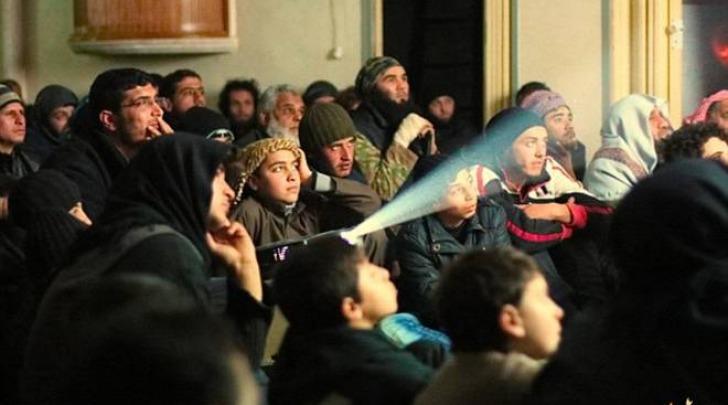 L'Isis proietta sul maxischermo violenze ed esecuzioni