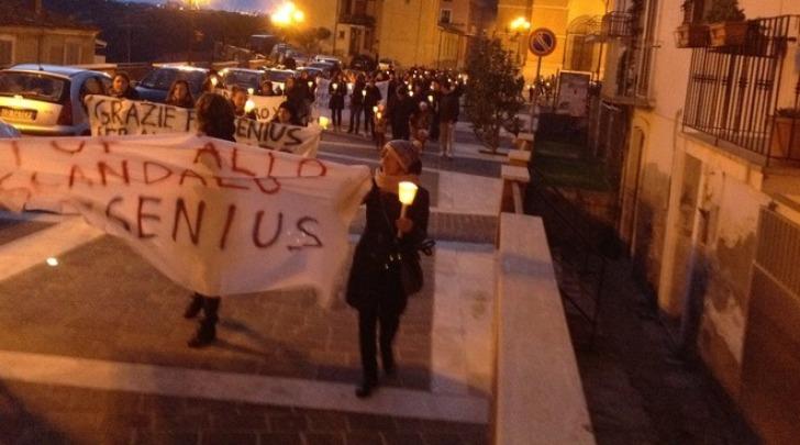 Fiaccolata di protesta dei lavoratori Dialifluids a Canosa Sannita