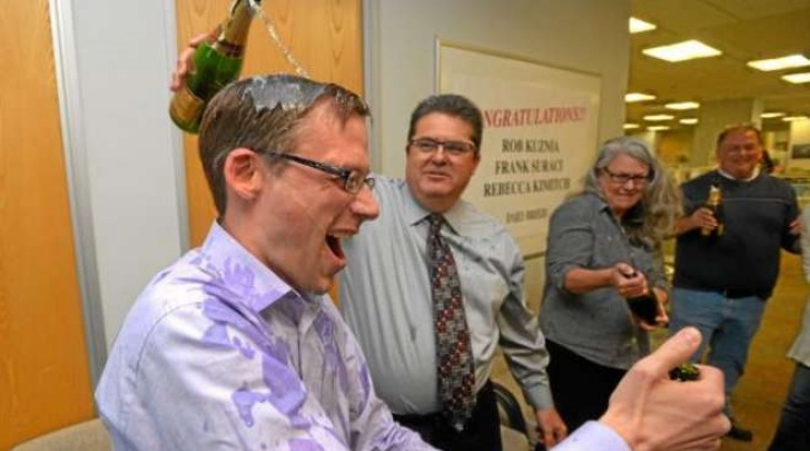 Rob Kuznia festeggia il premio Pulitzer