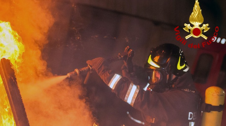 Auto a fuoco - foto da VVF