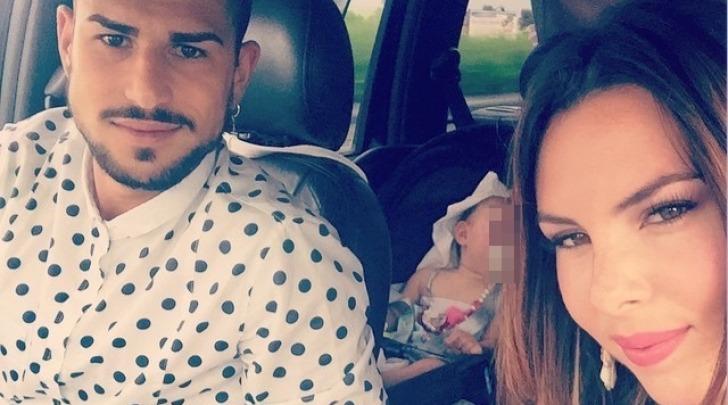 Micol Olivieri con il marito Christian Massella e la figlia Arya instagram